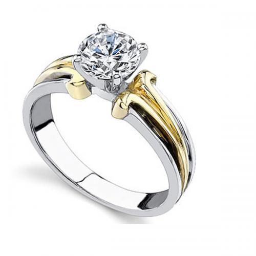 Кольцо для помолвки из белого и желтого золота с одним крупным бриллиантом 216c174e9f9