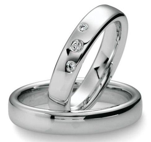 2602fd2471a7 Обручальное кольцо из белого золота с тремя бриллиантами 10084 ...