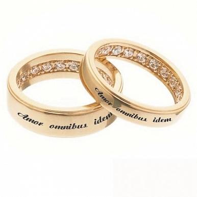 ab87cb9e8037 Обручальное кольцо из красного золота с бриллиантами и гравировкой ...